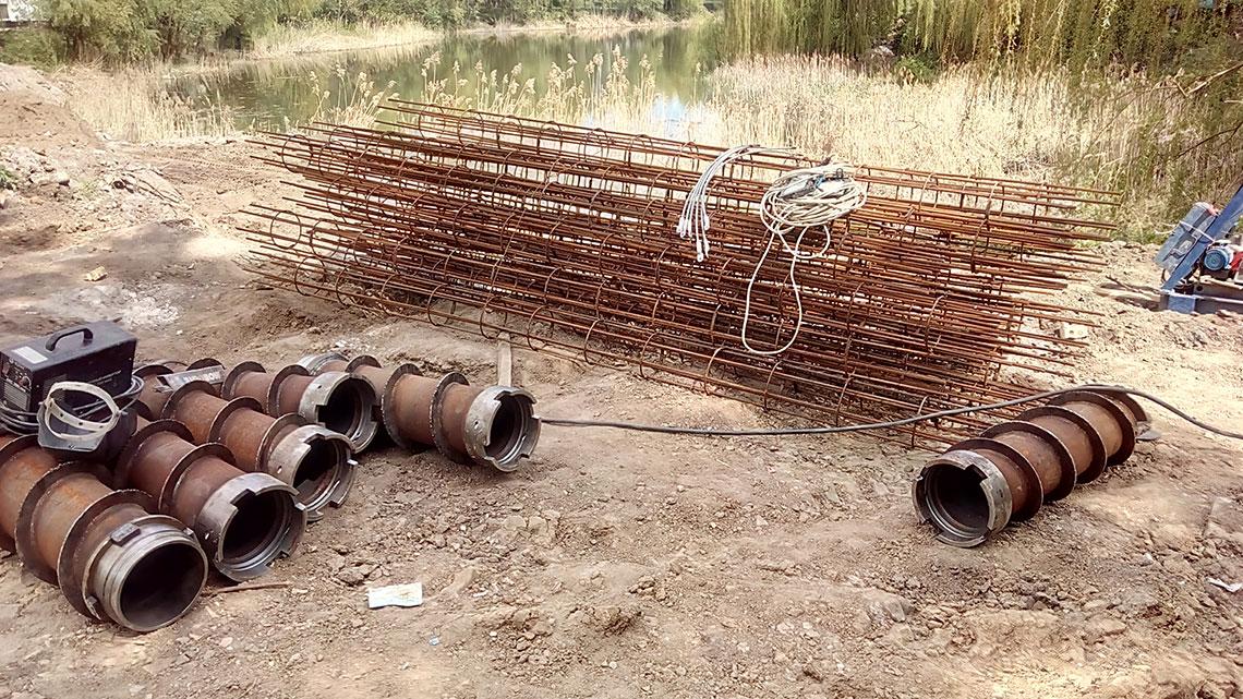 Бурение свай подпорной стены (фото 1)