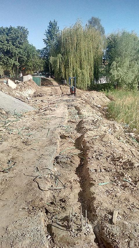 Бурение свай подпорной стены (фото 8)